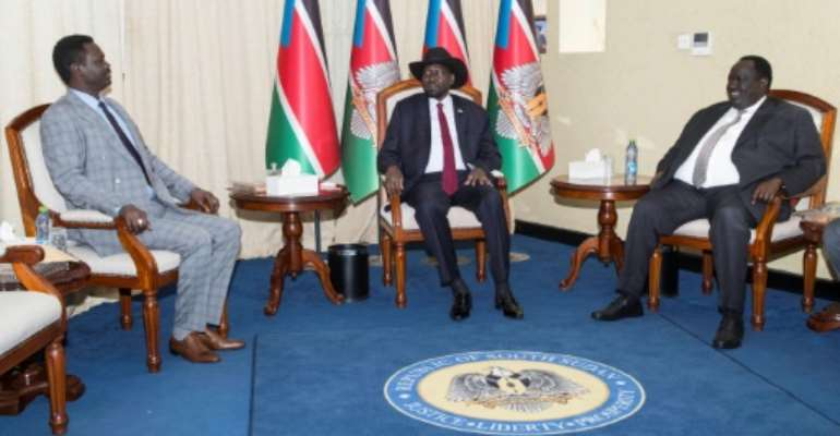 SSudan's president will meet with rebel leader Riek Machar; in file image Leader of the Sudan Liberation Moment/Army (SLM/A) in Darfur Minni Arko Minnawi (L) sits next to South Sudan's President Salva Kiir (C) and South Sudan security presidential advisor Gatluak Kieu  August 20, 2019.  By Akuot Chol (AFP)