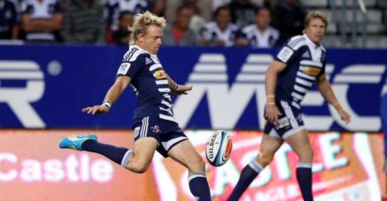 Stormers' Joe Pietersen (L) clears the ball during a Super 15 Rugby match in Cape Town on March 16, 2012.  By Ron Gaunt (AFP/File)
