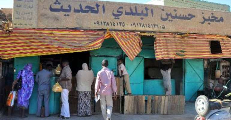 Sudanese civilians wait in a queue to buy bread from a bakery in Khartoum on November 19, 2013 as Sudan battled a politically explosive bread shortage.  By Ebrahim Hamid (AFP)