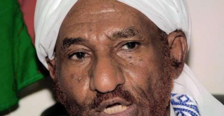Former prime minister Sadiq al-Mahdi said Sudan and South Sudan have no choice but to cooperate.  By Ashraf Shazly (AFP/File)