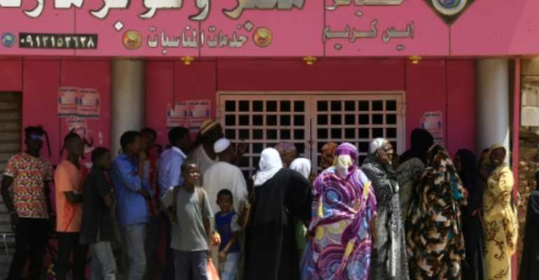 Sudanese have been enduring hours-long queues to buy bread for months as the economy shows few signs of improvement since the ouster of longtime dictator Omar al-Bashir in April last year.  By ASHRAF SHAZLY (AFP)