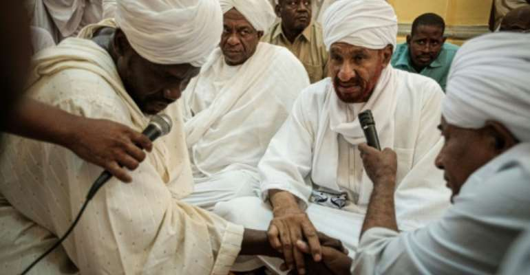 Sudanese opposition leader and former premier Sadiq al-Mahdi attends Friday prayers at a mosque linked to his National Umma Party in Khartoum's twin city of Omdurman on June 14, 2019.  By Yasuyoshi CHIBA (AFP)