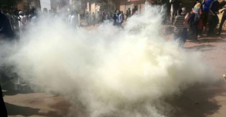 Sudanese police fire tear gas at hundreds of protesters trying to march on the presidential palace in the capital Khartoum on January 24, 2019, as protests have rocked the country since December 2018.  By - (AFP)