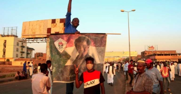 Sudanese protesters block access to the Mansheiya bridge over the Blue Nile in Khartoum during a demonstration demanding justice for a man killed in protests earlier this week over a deepening economic crisis.  By Ebrahim HAMID (AFP)