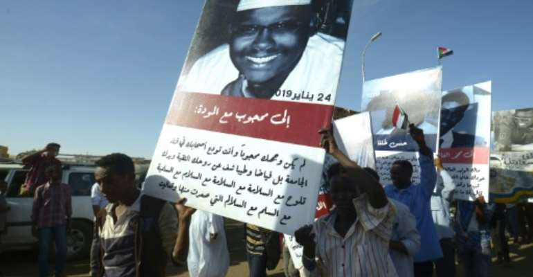 Sudanese protesters carry pictures of fellow demonstrators killed in clashes with security forces.  By Mohammed HEMMEAIDA (AFP)