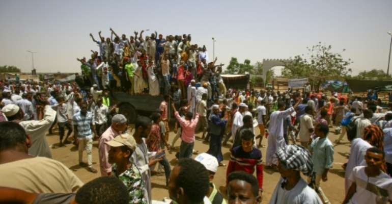 Sudanese protesters gather near the military headquarters in the capital Khartoum.  By ASHRAF SHAZLY (AFP)