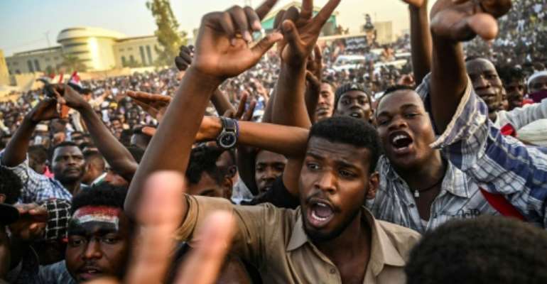Sudanese protesters have kept up their campaign for the country's military leaders to make way for civilian rule, with tens of thousands taking part in a