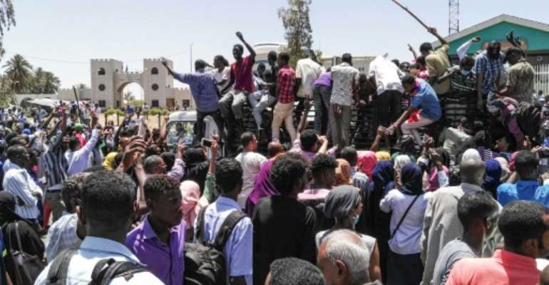Sudanese protesters have rallied in front of the military headquarters in the capital Khartoum.  By STRINGER (AFP)