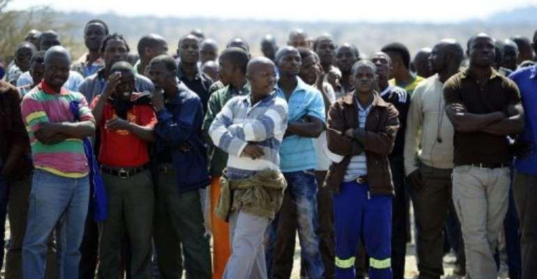 Striking platinium miners gather at Marikana platinum mine.  By Stephane de Sakutin (AFP)