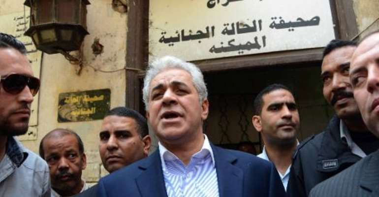 Supporters of Egypt candidate jostle for campaign space