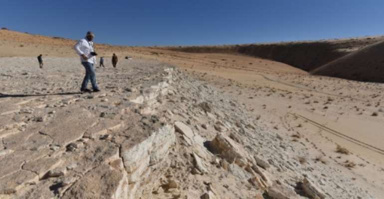 This handout photo shows a view of the edge of the Alathar ancient lake deposit and surrounding landscape.  By Badar ZAHRANI (Badar ZAHRANI/AFP)