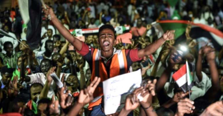 Thousands of protesters have been gathered outside army headquarters in Khartoum throughout the talks with Sudan's ruling generals on a political transition.  By Mohamed el-Shahed (AFP)