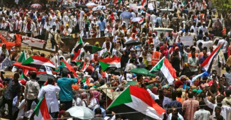 Thousands of protesters kept up their sit-in outside the army headquarters in Khartoum.  By Ashraf SHAZLY (AFP)