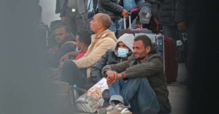 Tunisian workers stranded in war-hit Libya have returned home through the Ras Jedir crossing between the two countries despite a coronavirus lockdown.  By - (AFP)
