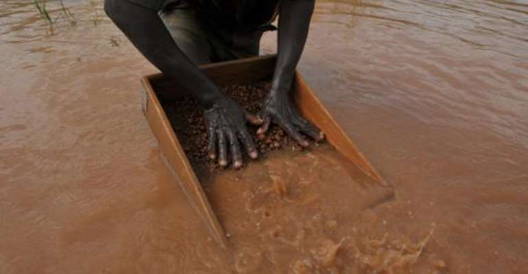 A man sifts through pebbles searching for diamonds in the village of Bobi, north western Ivory Coast, on November 18, 2009.  By Issouf Sanogo (AFP/File)