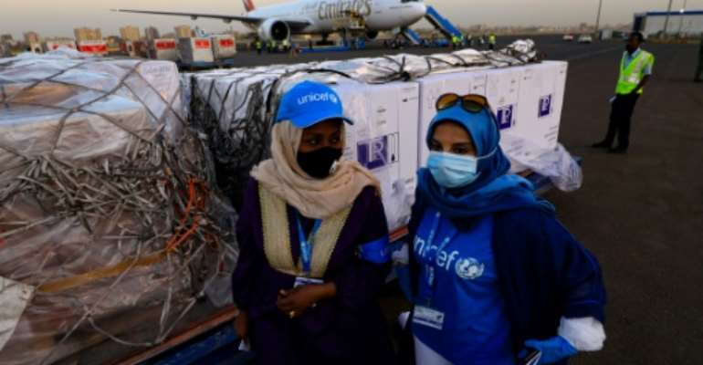 UN staff supervise the arrival of the first batch of coronavirus vaccines in Sudan on Wednesday.  By ASHRAF SHAZLY (AFP)