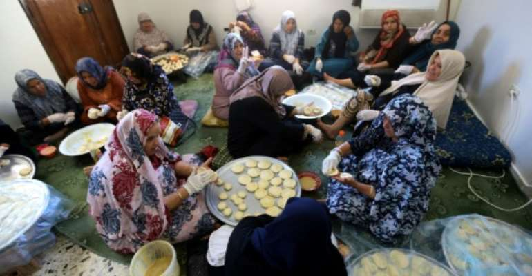 Women prepare Iftar meals for fighters from Libya's Government of National Accord (GNA) in Misrata, 200 kilometres (120 miles) from the fighting in the southern outskirts of the capital Tripoli.  By Mahmud TURKIA (AFP)