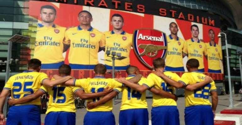 Arsenal boss eyes Sagna replacement