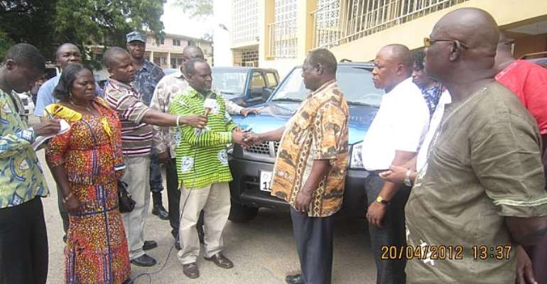 Minister presents vehicles to Department of Social Welfare
