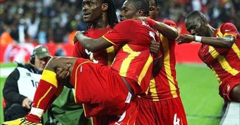 Derek Boateng picks up Gyan as Ghana celebrate their equaliser