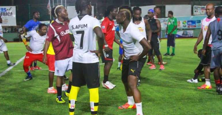 Asamoah Gyan in training with the Ghanaian celebrities