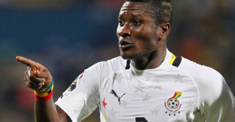 Ghana captain Asamoah Gyan hits out over face Facebook accounts