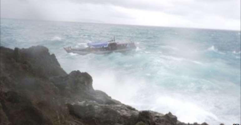 Many feared dead in Australia asylum shipwreck