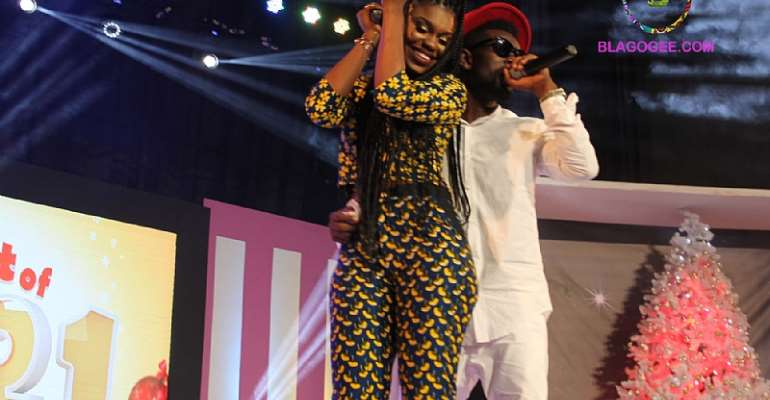 Video: BECCA, BISA KDEI caressing On Stage at 1021 Laughs and Music