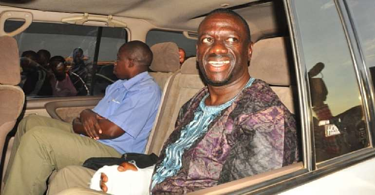 Dr. Besigye detained, police kills 4-year-old toddler in high price protest