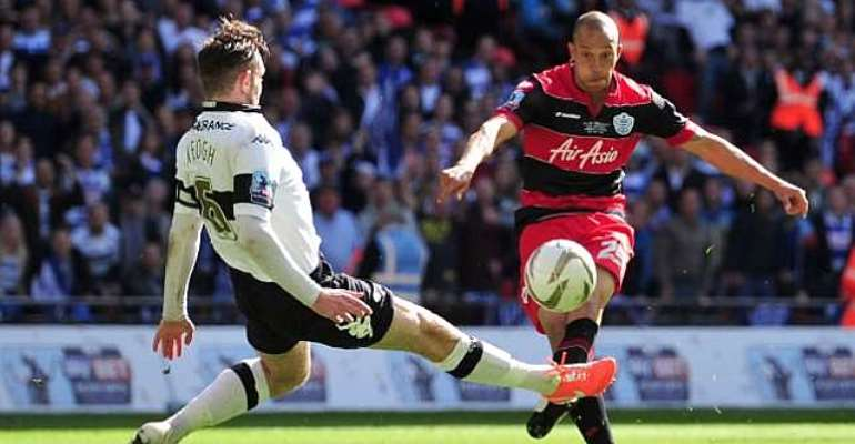 Bobby Zamora agrees QPR contract extension