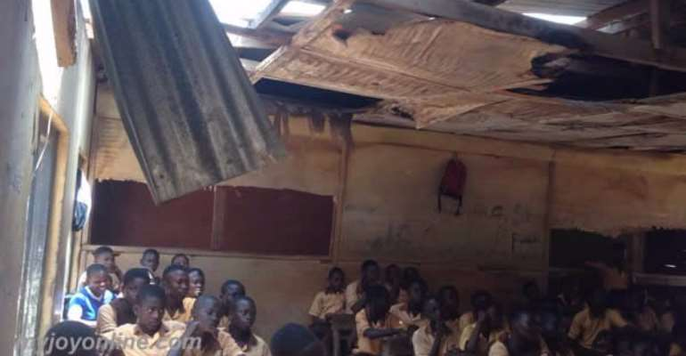 Heavy rainstorm destroys roof of basic school as students study in muddy classrooms