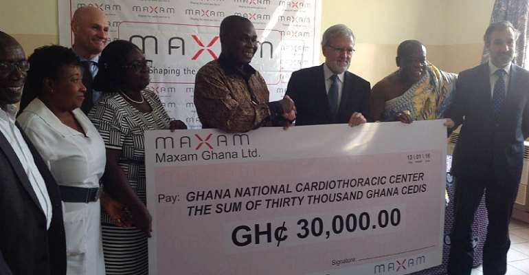Maxam Chief Executive presenting the cheque to the Cardio Center
