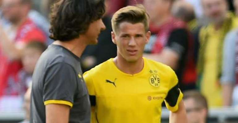 Injury again: Borussia Dortmund's Erik Durm withdraws from Cologne loss with thigh strain