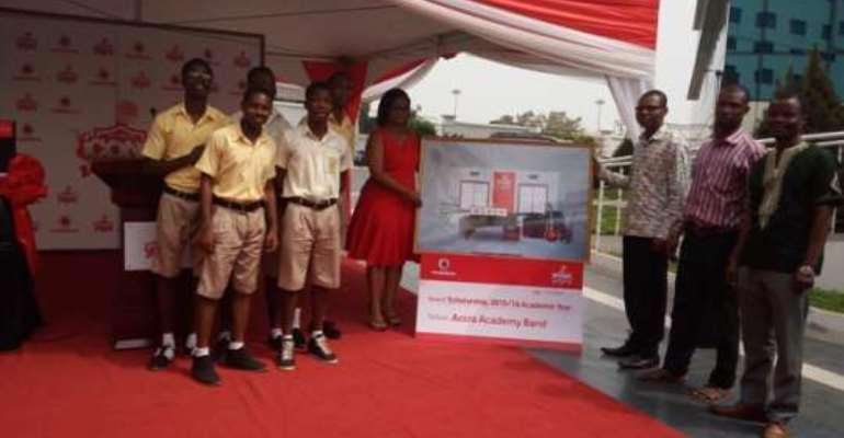 Vodafone Ghana presents Icons award to Accra Academy