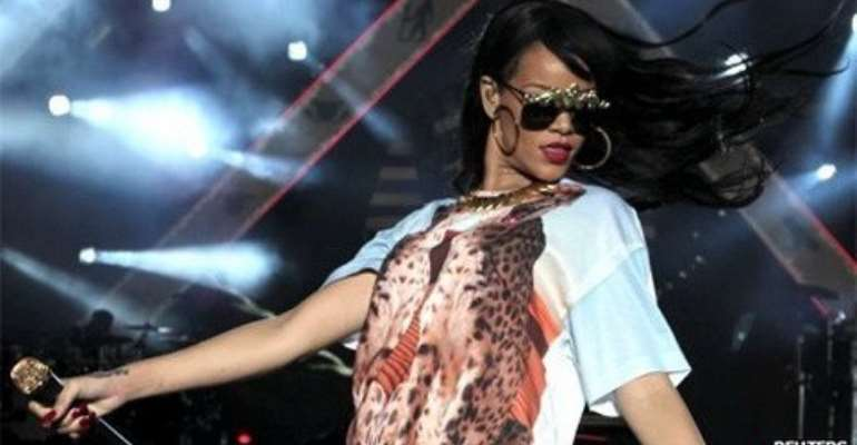 Rihanna has closed BBC Radio 1's Hackney Weekend, a free two-day festival in east London.