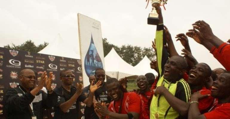 GGBL Kumasi site team lift the trophy as Mr. Dan Wenyah (middle), Mr. Braimah Yahaya (L) and Mr. Richard Ahiagble (R) applaud the team