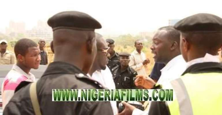 EXCLUSIVE:JIM IYKE ARRESTED IN ABUJA, FORCED TO REMOVE TINTED GLASSES OF HIS CAR