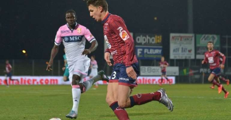 Jonathan Mensah in action against Clermont Foot