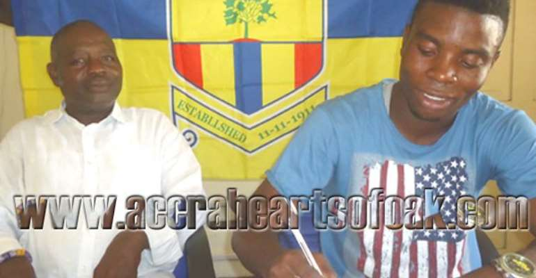 Ollenu Ashiety signing his two-year contract extension for Hearts of Oak.
