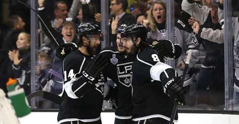 Los Angeles Kings edge New York Rangers to take game one