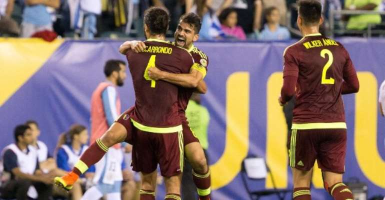 Venezuela stun Uruguay to reach Copa quarters