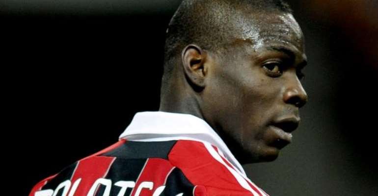 Mario Balotelli pledges not to walk off the pitch