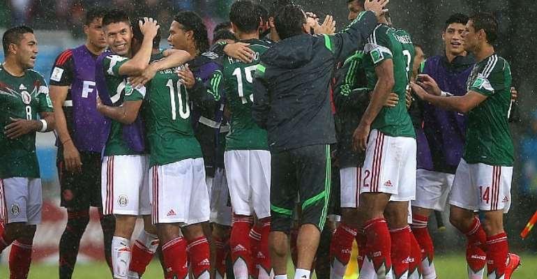 Mexico beat Cameroon 1-0