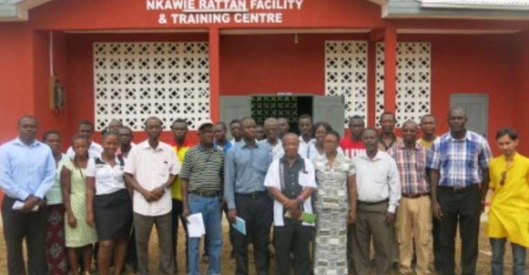 Rattan workshop participants