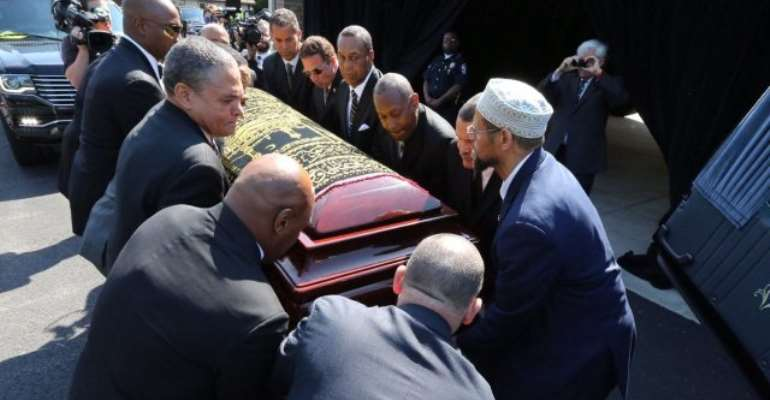 Photos: Muhammad Ali receives rousing farewell at Louisville memorial