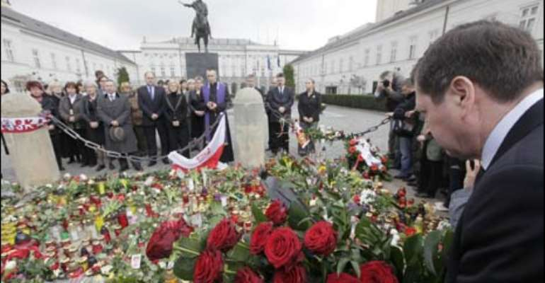 Poland holds tribute for dead President Lech Kaczynski