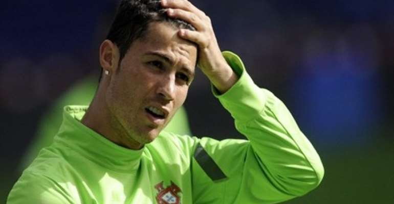 Cristiano Ronaldo denies signing new deal with Real Madrid