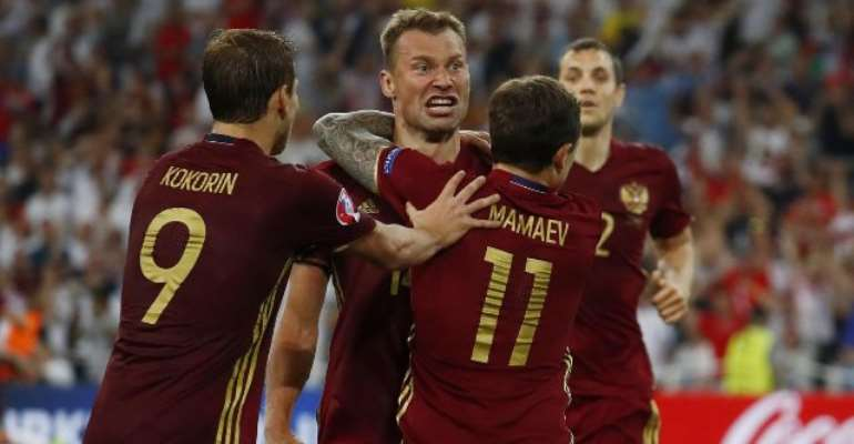 Euro 2016: Russia snatch draw with England after injury-time goal