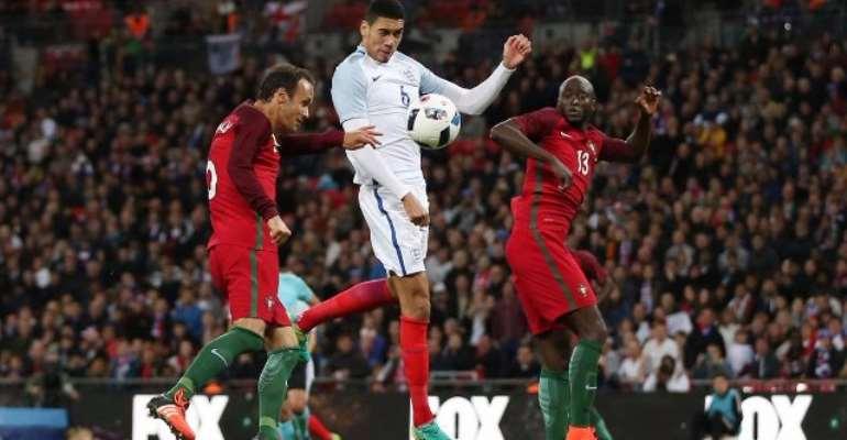 Chris Smalling grabs late winner as England beat 10-man Portugal