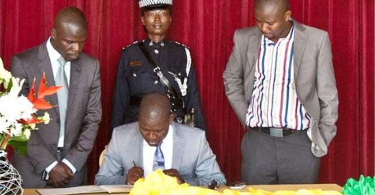 Chief Executive of rlg signs book of condolences